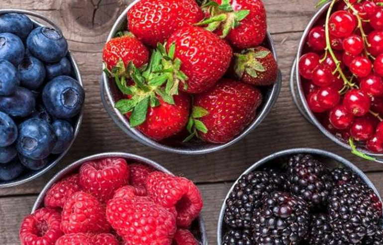 Berries -Nutrition for Kids: 5 Healthy Foods that Improve Dental Health